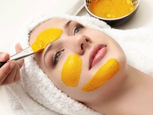 Chăm sóc da bằng các loại mặt nạ từ thiên nhiên.