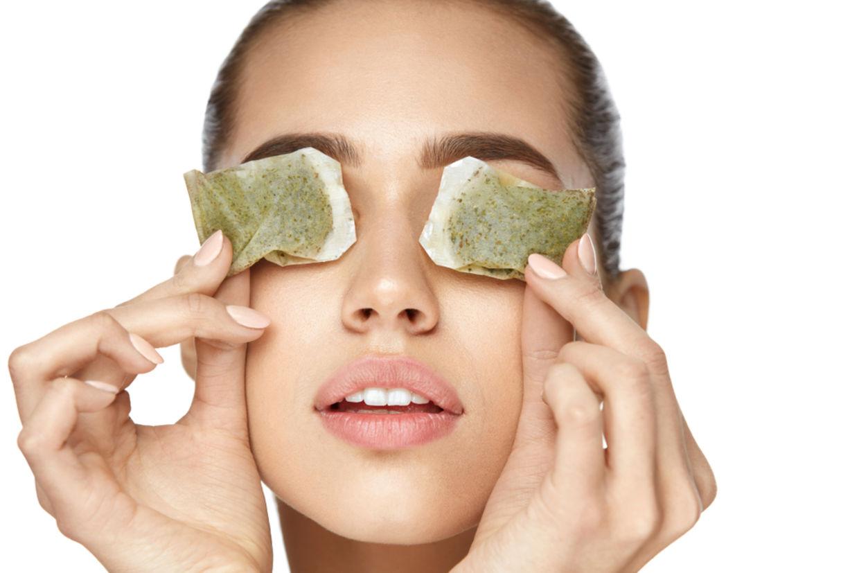 Trà có tác dụng giảm bớt sự nhiễm trùng trên mi mắt, vùng da quanh mắt