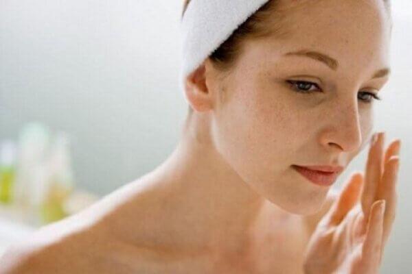 Sau sinh phụ nữ thường phải đối mặt với tình trạng da dẻ xấu