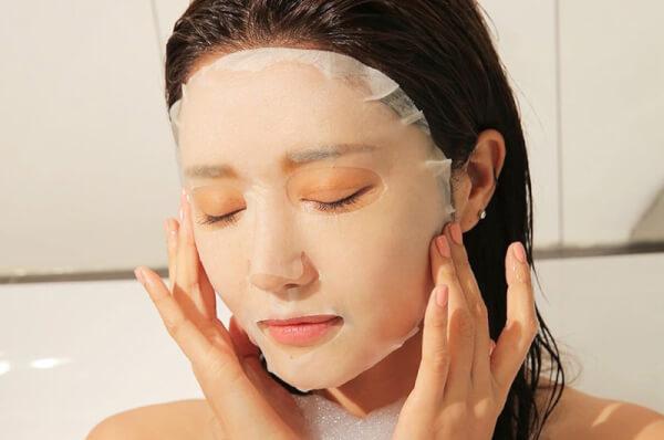Việc đắp mặt nạ giúp thư giãn làn da, cung cấp dưỡng chất tối ưu