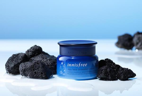 Innisfree Jeju Lava Seawater Cream kích hoạt năng lượng dưỡng ẩm, mang lại làn da săn chắc