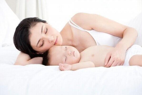Tranh thủ thư giãn và chăm sóc da khi con ngủ, hoặc tranh thủ ngủ