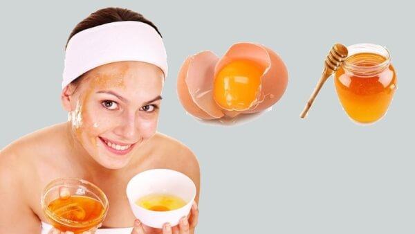 Đắp mặt nạ từ lòng trắng trứng.