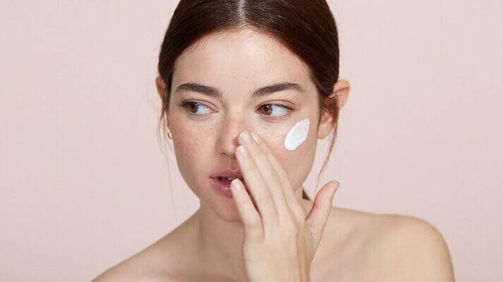 Thoa bừa các loại mỹ phẩm lên da sẽ không đem lại hiệu quả