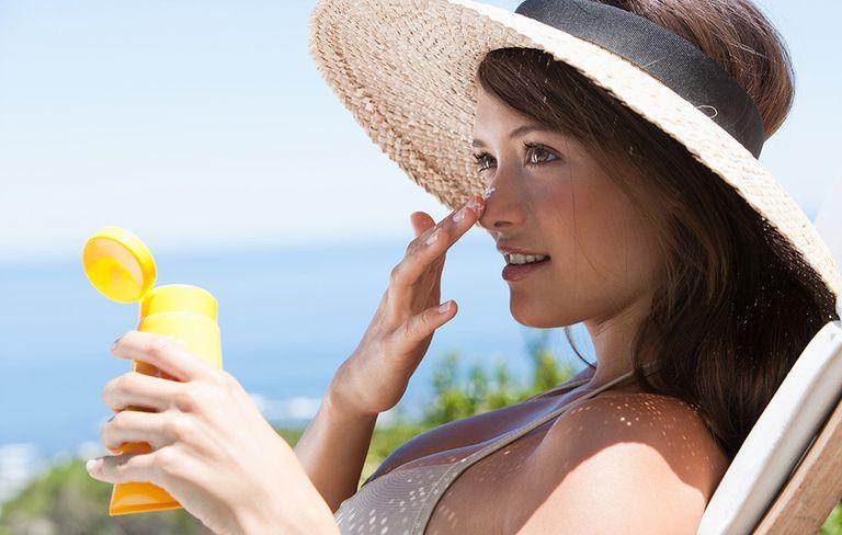 Không nên để da tiếp xúc trực tiếp với ánh nắng mặt trời