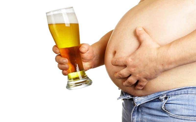 Bụng bia ở nam giới xuất phát từ việc đã từng nạp nhiều rượu bia vào cơ thể