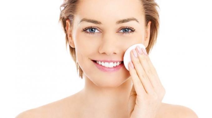 Chăm sóc da đúng cách giúp làn da duy trì được sự căng bóng, mịn màng