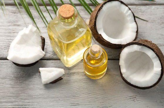Dầu dừa có chứa hàm lượng lớn Vitamin E có tác dụng đẩy lùi lão hóa da