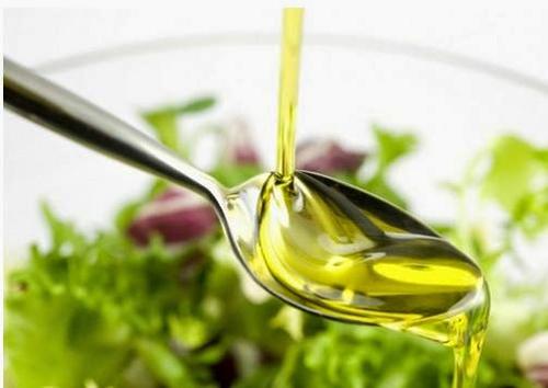 Dầu oliu chứa các axit béo rất có lợi cho làn da