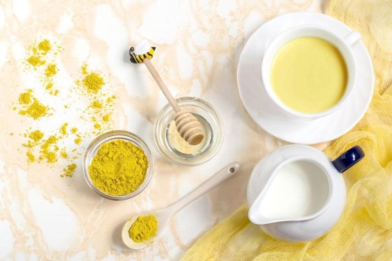 Dầu oliu với sữa tươi cải thiện và làm cho làn da sáng bóng căng mịn hơn