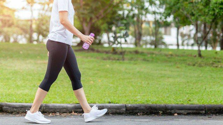 Đi bộ cũng giúp giảm mỡ bụng hiệu quả