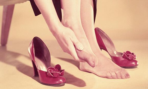 Giày quá chật sẽ khiến mạch máu lưu thông kém