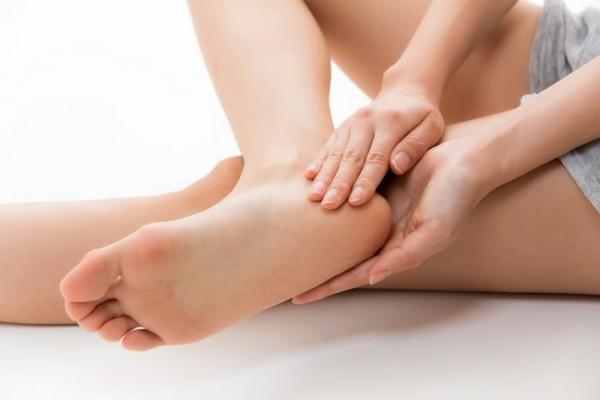 Ngừa nứt da lòng bàn chân rất đơn giản