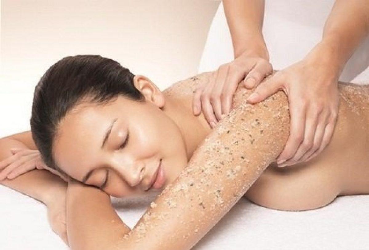 Tẩy tế bào chết từ 1 - 2 lần/tuần sẽ kích thích da sản sinh thêm collagen