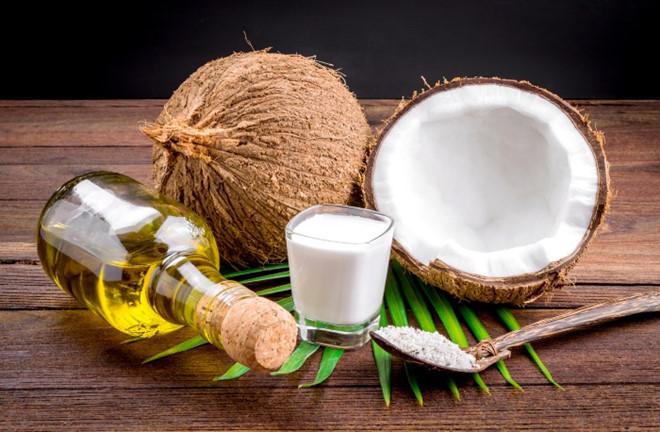 Dầu dừa là nguyên liệu trị rạn da bụng sau sinh