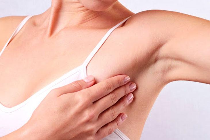 Da vùng nách là vùng da khá nhạy cảm đối với chị em phụ nữ