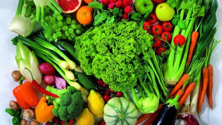 Ăn nhiều rau xanh, trái cây giàu vitamin và khoáng