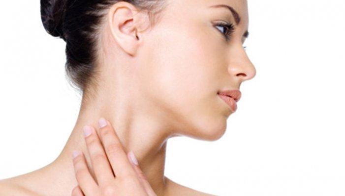 Da cổ bị khô là tình trạng làn da đã mất đi màng bảo vệ tự nhiên trên da