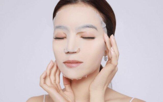 Mọi người có thể sử dụng các loại mặt nạ làm trắng da tay chuyên dụng