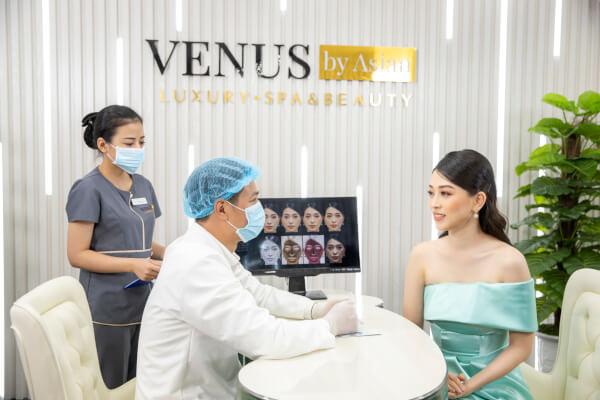 Khách hàng đến với Phòng khám Venus By Asian