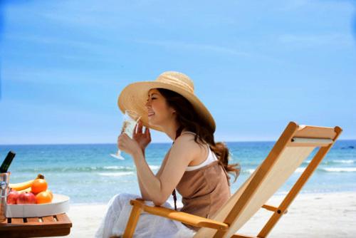 Mọi người nên mua cho mình một bộ chống nắng để ngăn cản sự tác động xấu