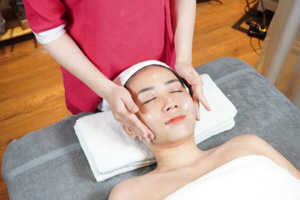 Massage đẩy lùi lão hóa da như: nếp nhăn, da chảy xệ