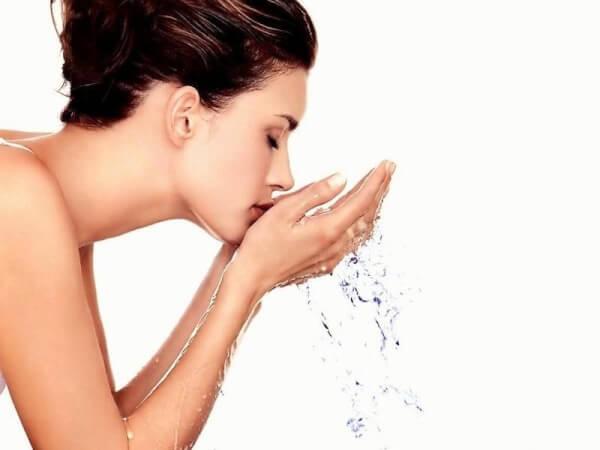 Nếu chúng ta không vệ sinh da mặt sạch sẽ, vi khuẩn, bụi bẩn sẽ tăng lên
