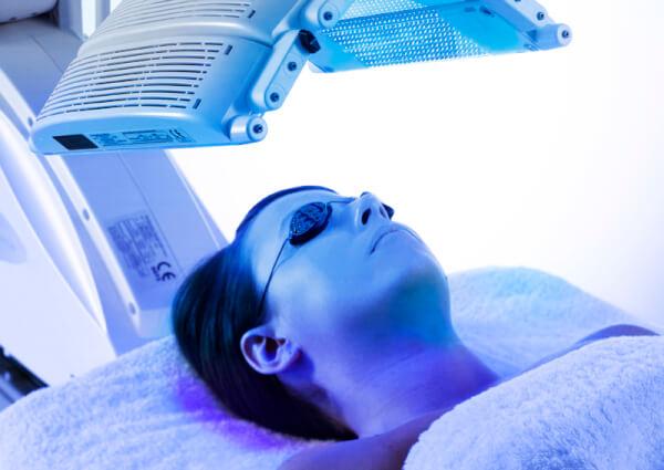 Sử dụng các công nghệ hiện đại để chữa tình trạng da ngực bị mụn