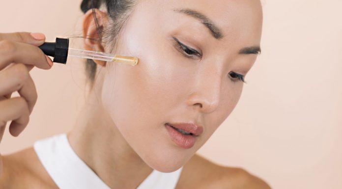 Retinoids có tác dụng làm giảm và ngăn ngừa các dấu hiệu tổn thương trên da