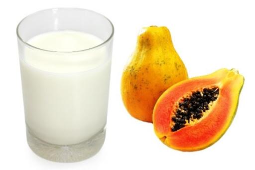 Đu đủ và sữa tươi loại bỏ các tế bào da chết khỏi khuôn mặt của bạn
