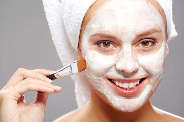 Đắp mặt nạ có công dụng giữ ẩm và làm trắng da