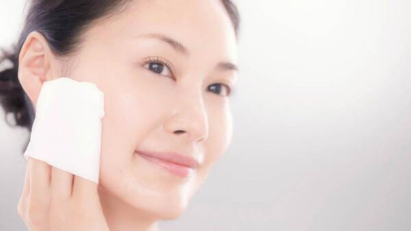 Bạn nên tối giản việc dùng quá nhiều các sản phẩm chăm sóc da