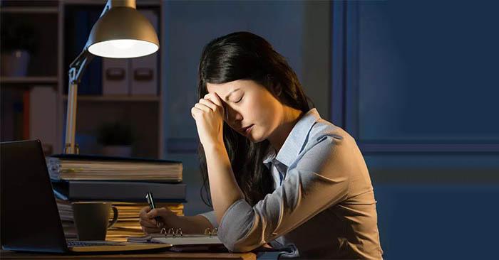 Thức khuya làm rối loạn nội tiết tố trong cơ thể