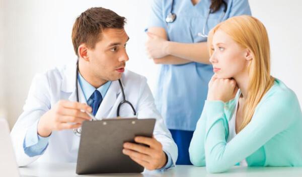 Cần đến khám bệnh và nhận sự tư vấn điều trị từ bác sĩ chuyên khoa