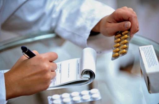 Hãy gặp bác sĩ để thăm khám và kê đơn thuốc bôi ngoài da, thuốc uống để điều trị