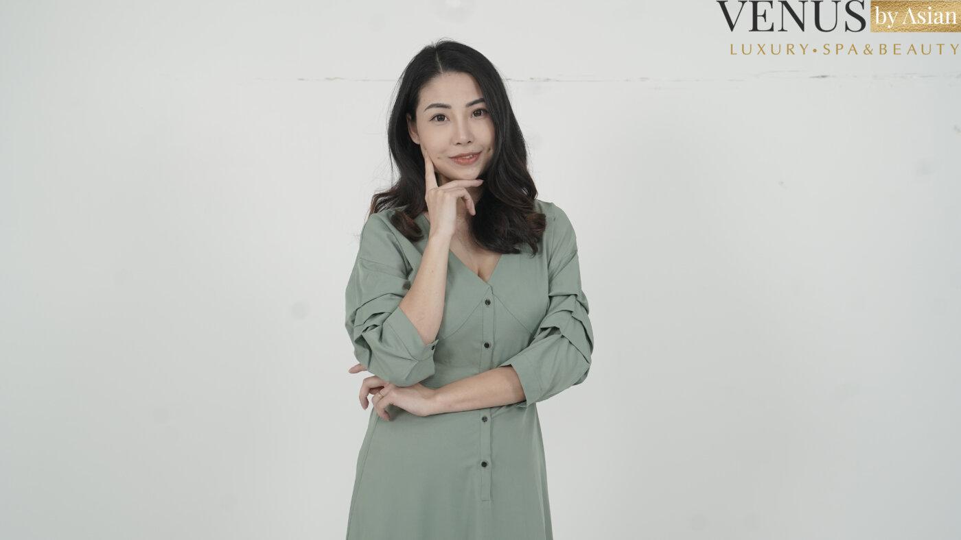 Nữ tiếp viên hàng không Ngọc Ánh rạng rỡ xinh đẹp trong bộ trang phục ưa thích