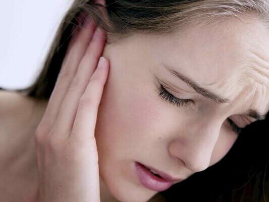Đây là một loại nhiễm trùng ảnh hưởng đến tai ngoài, vành tai và ống tai