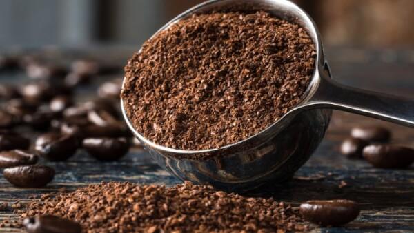 Bã cà phê giúp mờ rạn nhanh chóng và dễ thực hiện