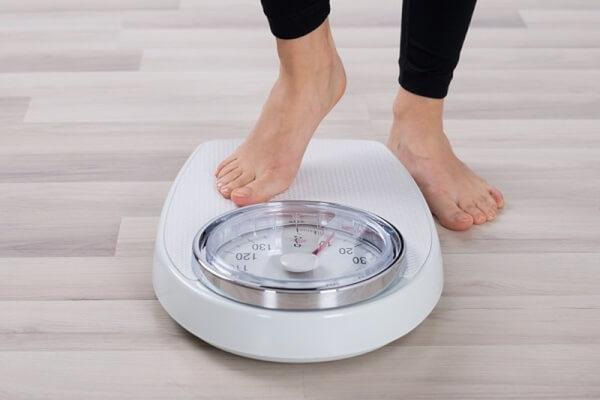 Rạn da tuổi dậy thì là do chiều cao, cân nặng và hormone tăng trưởng đột ngột