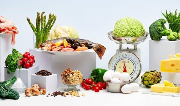 Một chế độ dinh dưỡng hợp lý sẽ cải thiện tích cực tình trạng rạn da hông