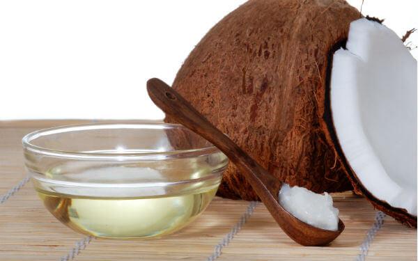 Dầu dừa giúp đẹp da và rạn nhanh hết.