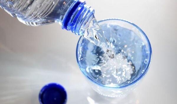 Uống đủ nước là một yếu tố quan trọng