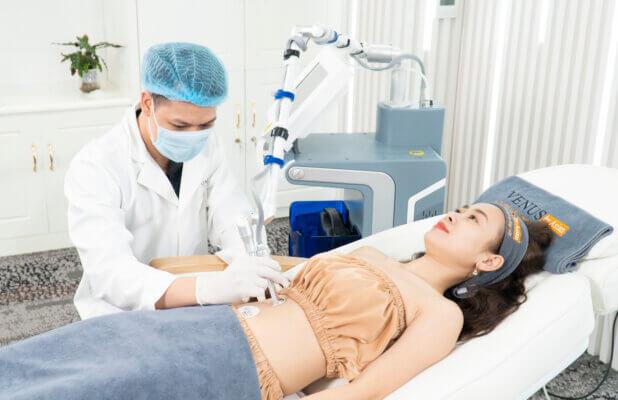 Chị Thuỷ được điều trị rạn tại Venus by Asian, người thực hiện là bác sĩ Thành