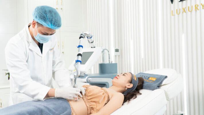 Hoàn được điều trị rạn da tuổi dậy thì bằng Laser Ultra Pulse Plus