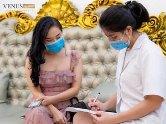 Venus by Asian đón tiếp rất nhiều lượt khách tới thăm khám và nghe tư vấn về dịch vụ trị rạn Laser Ultra Pulse Plus