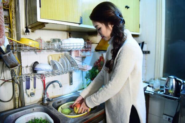 Cuộc sống đời thường của chị Loan: đi làm, nội trợ và chăm sóc con cái