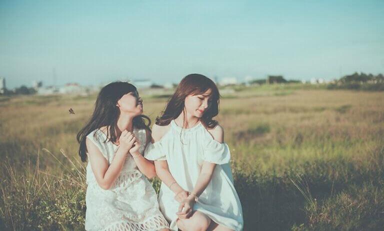 Bạn thân từ thuở nhỏ nên hai chị em vô cùng thân thiết