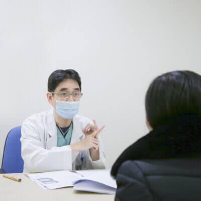 Tuệ Linh được bác sĩ Thành thăm khám và tư vấn thực hiện Giảm béo đa tầng MaxBurning trong 60 phút