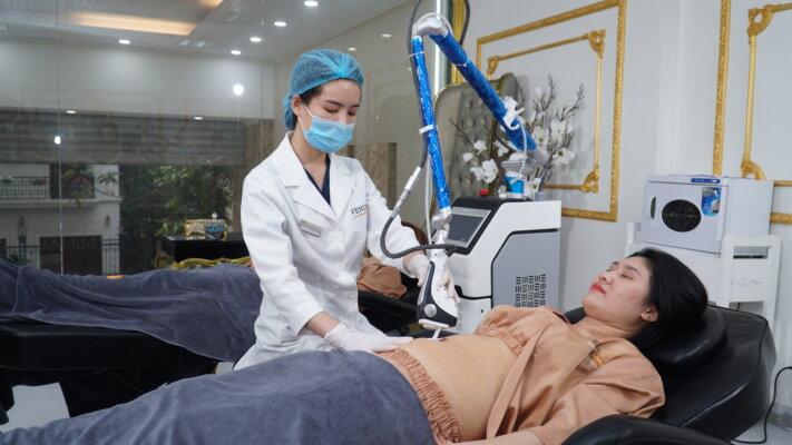 Bụng rạn sau điều trị buổi đầu tiên tại Phòng khám Thẩm mỹ Venus by Asian
