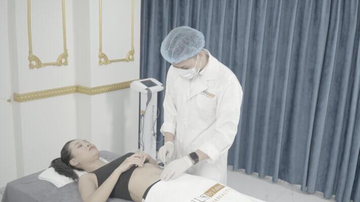 Cô sinh viên năm cuối trường nghệ thuật đang trong quá trình giảm béo đa tầng MaxBurning tại Venus by Asian